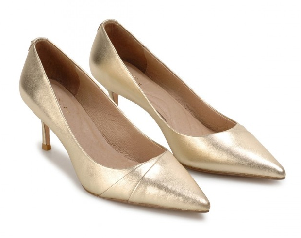 Gold Mother of the Bride Shoes 2020. Gold Shoes for weddings. Wedding Guest Outfits. Mother of the Bride Outfits 2020, Shoes for Mother of the Bride 2020. Mother of the Groom Shoes. Gold Medium Heel Court Shoes 2020