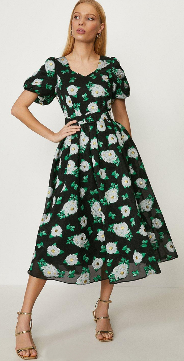 Floral Dress for Royal Ascot 2021. Floral Green Dresses for Royal Ascot 2021. Summer Dress for Royal Ascot 2021. Summer Dress with floral pattern 2021. Bdest dresses to wear to the Races 2021. Summer Wedding outfit ideas 2021. Mint Green Floral Dress. Floral Wedding Guest Dress 2021. Grees Floral Dress 2021.