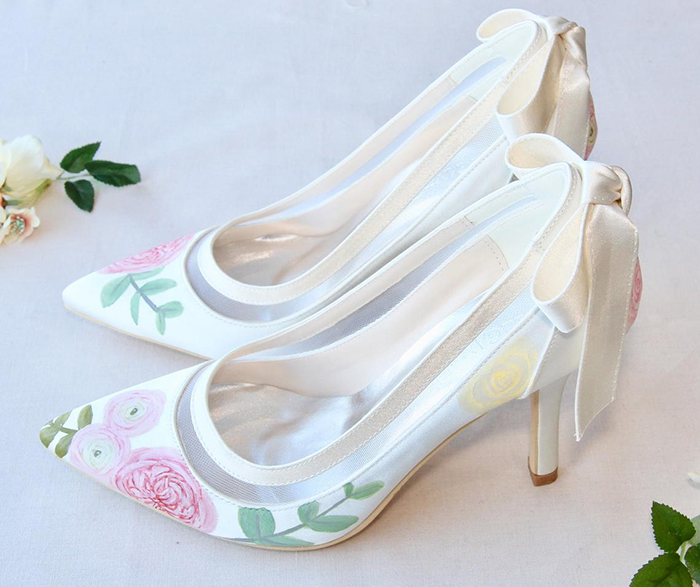 Floral Bridal Shoes 2020, Vintage Theme Bridal Shoes 2020, Bridal Shoes with Flowers 2020. Best Shoes for Summer Brides. Summer Wedding Ideas 2020. Vintage Inspired Bridal Shoes 2020. Unique Bridal Shoes 2020. Hand Painted Bridal Shoes 2020.