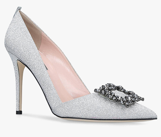 Sarah Jessica Parker Silver Shoes. Silver Bridesmaids Shoes. Best Shoes for Summer Bridesmaids. Summer Wedding Bridesmaids Outfits. Best Bridesmaids Shoes.