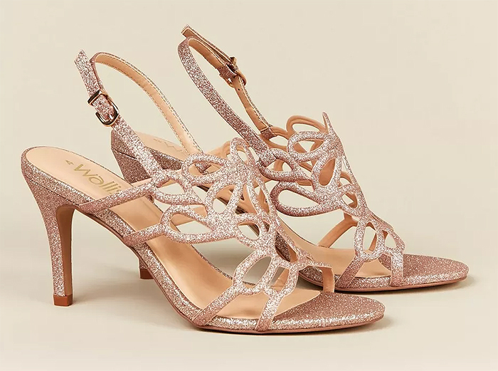 Rose Gold Bridesmaids Shoes 2020. Pink Bridesmaids Shoes 2020. Cheap Bridesmaids Shoes 2020. Bridesmaids Shoes under £100.00. Bridesmaids shoes under $120. Bridesmaids shoes for a City wedding. Autumn Wedding bridesmaids outfits 2020.