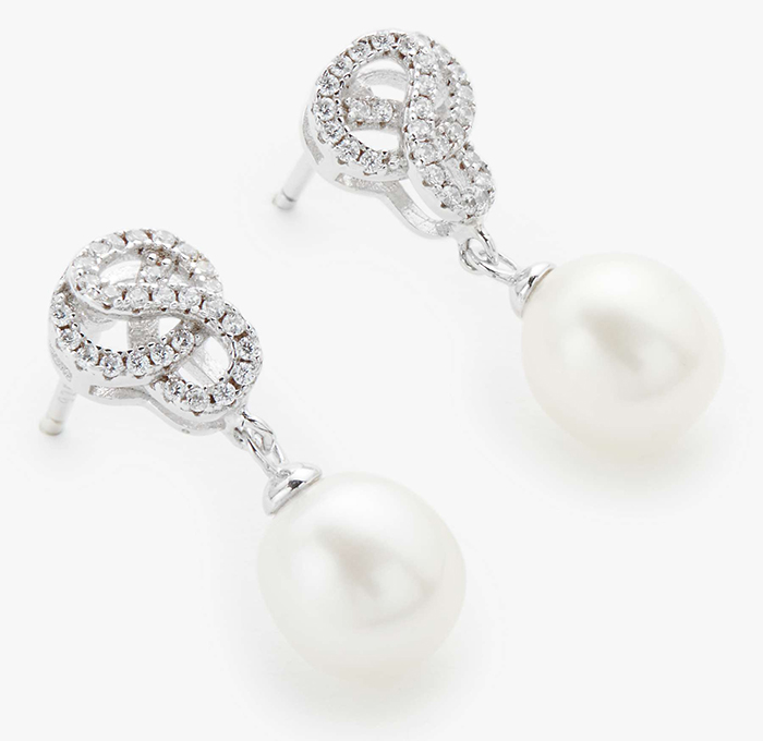 Art Deco Pearl earrings. Art Deco Jewellery. Art Deco Fashion. What to wear for a Great Gatsby Theme Party. What to wear for 1920s Theme Party. 1920s Party Jewellery.