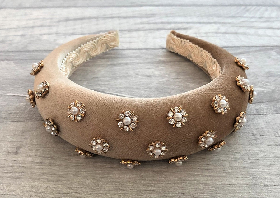 Beige Velvet Padded Headbands. Nude Velvet Embellished Headband. Fall Fashion Trends 2020. Autumn Fashion Trends 2020. Ideas for Padded Headbands. Best Padded Headbands 2020. Best Embellished Headbands.