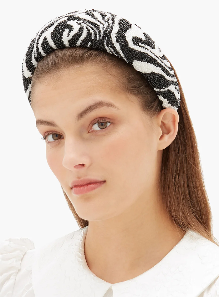 Instagram Blogger Fashion 2020. Fashion Influencer Headbands 2020. Wide Padded Headbands 2020. Big Puffy Headbands 2020. Ganni Headbands 2020. Fall Fashion Trends 2020. Autumn Fashion Trends 2020. Ideas for Padded Headbands. Where to find the Best Padded Headbands 2020. Leopard Print fashion 2020. Leopard Print Headbands 2020.