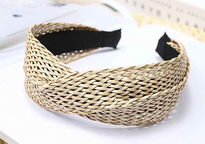 Wide Raffia Straw Headbands 2020. Wide Natural Colour Headbands 2020. Spring Summer Fashion Trends 2020. Hair Accessories Fashion Trends 2020. Ideas for Wide Headbands 2020. Best Wide Headbands 2020.