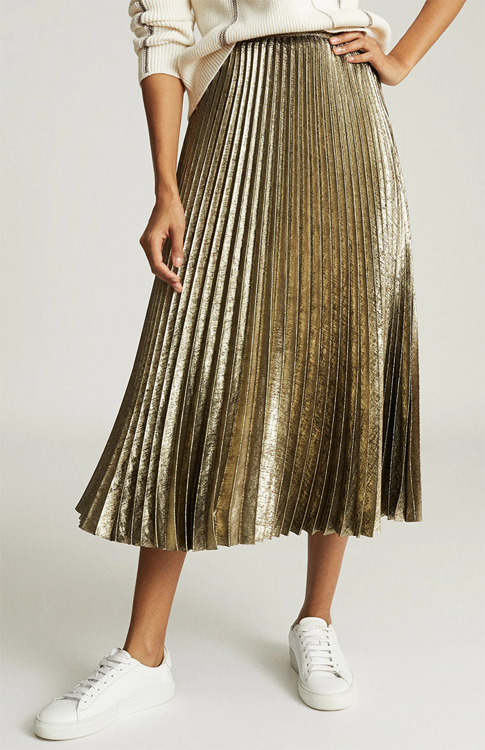 Reiss Gold Pleated Skirt 2020. Reiss Maxi Skirt. Winter Wedding Guest Outfits 2020. Winter wedding outfit ideas 2020. Gold maxi skirt for winter 2020. Autumn Winter Fashion 2020. How to wear pleated skirts 2020.