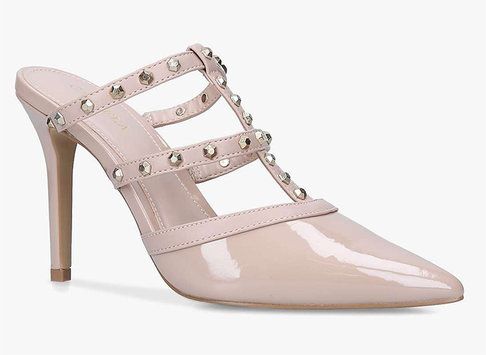 Rockstud Nude Shoes 2021. Nude coloured Mother of the Bride Shoes 2021. Blush Pink Mother of the Bride Outfits 2021, Best Nude Shoes for 2021. Best Nude Shoes for wedding guests 2021. Nude shoes for the races 2021. Low Priced Nude Colour Shoes 2021.
