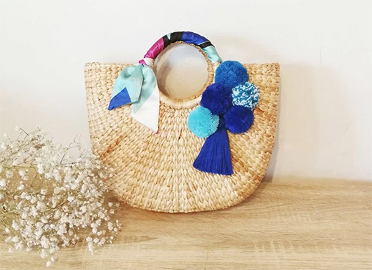 Pom Pom and Tassels Summer Bags. Pom Pom Straw Bags. Straw Beach Bags. Accessories with Feathers. Boho Straw Bags. Cheap Beach Bags. Tassel trim Beach Bags. Bags for Summer Holidays.