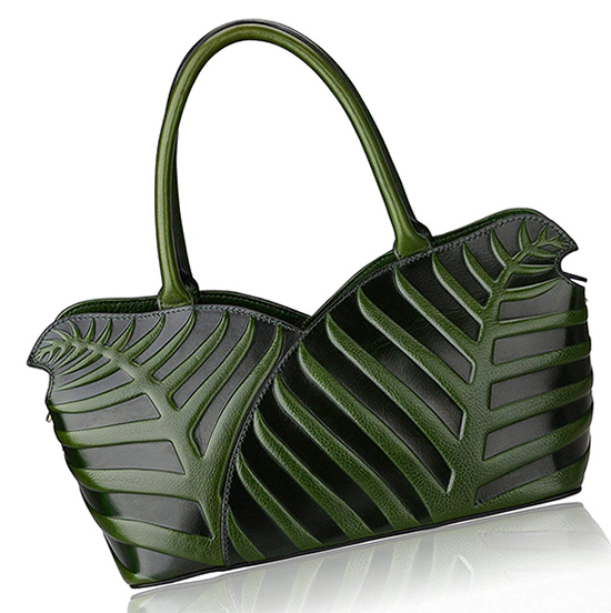Green and Black Hand Bag, What to wear with Green 2019. Green outfit ideas. Green Bags. Bags for Autumn Winter outfits. Autumn Winter Fashion ideas.