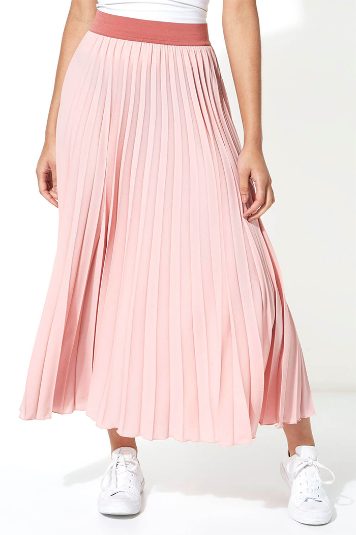 Pastel Pink pleated Midi Skirt 2020. Autumn Wedding guest outfits 2020. Outfit ideas for Autumn Wedding outfits 2020. Best Pleated Skirts 2020. Baby Pink pleated Skirt 2020. Millennial Pink Pleated Skirt 2020. Pleated Skirts Summer / Autumn 2020.