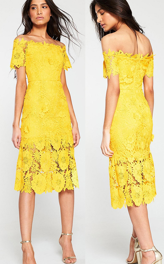 Summer Fashion 2019. Mustard Colour Dress. How to Wear Yellow. Mustard Yellow Dress. What to wear with Yellow. Yellow Lace Dress. Outfits in Yellow