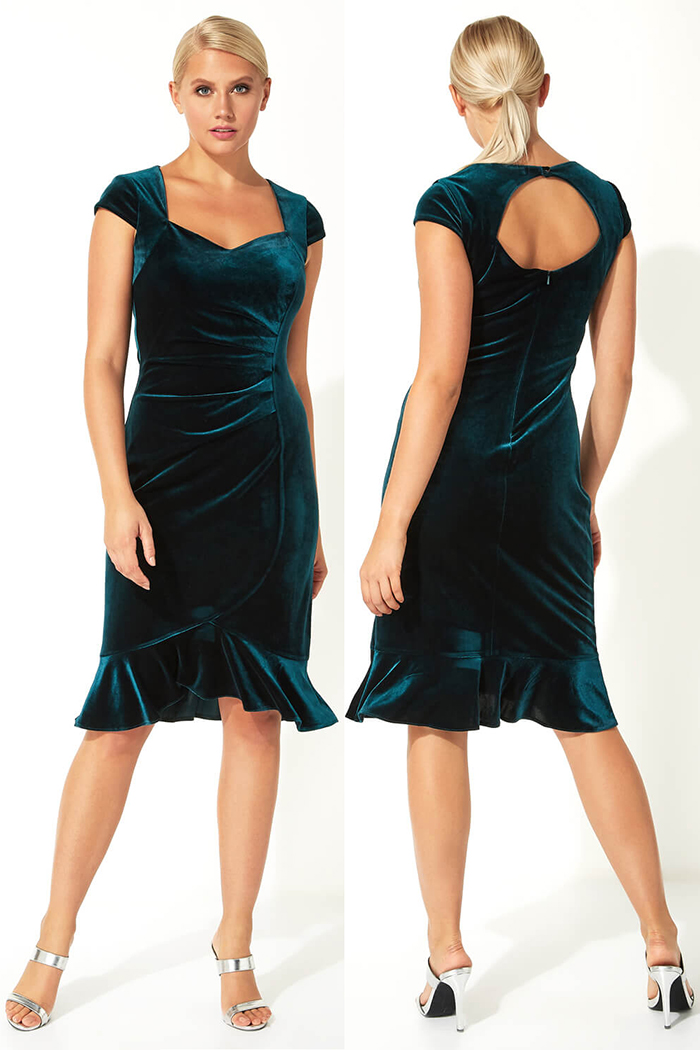 Teal Velvet Dress 2020. Velvet dress for Winter Wedding Guest 2020. What to wear for a winter Wedding 2020. Ladies outfits for Winter Weddings 2020. Winter Fashion 2020. Teal Velvet Party Dress 2020. Christmas Party Dress 2020. Winter Wedding Guest Outfit ideas 2020.