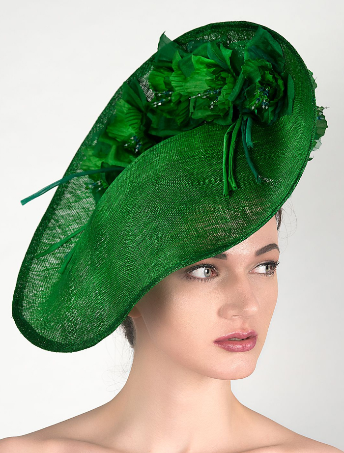 Green Kentucky Derby Hat. Outfits for the Kentucky Derby. Derby Day Outfit ideas. What to wear a Kentucky Derby Party. How to dress for the Kentucky Derby. What to wear to the Races. Floral Crowns. Flower Crowns.