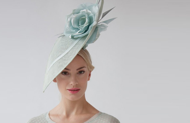 Outfits for the Kentucky Derby. Derby Day Outfit ideas. What to wear a Kentucky Derby Party. How to dress for the Kentucky Derby. What to wear to the Races. Hats for the Races. Fascinators for The Races.
